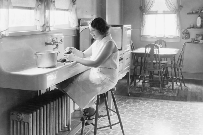 American kitchen in the 1900's